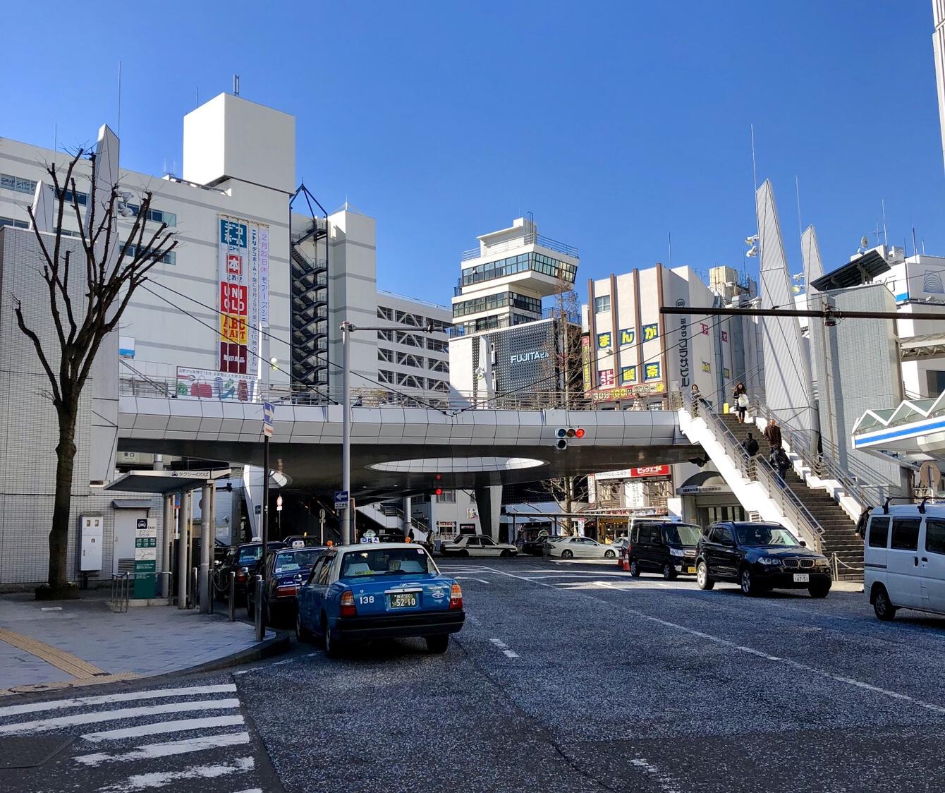 Fußgängerbrücke in Japan, im Bild Yokosuka
